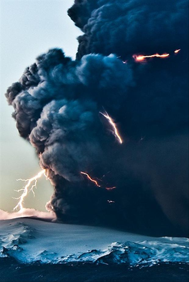 volcano blowing up, pictures of the day