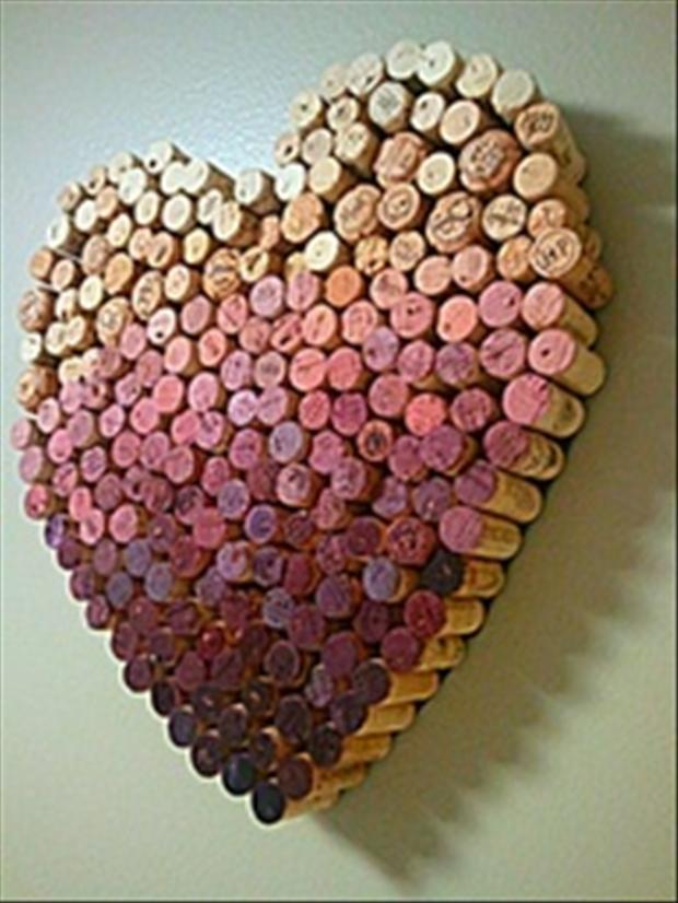Wine cork crafts 5 dump a day for Crafts with corks from wine bottles