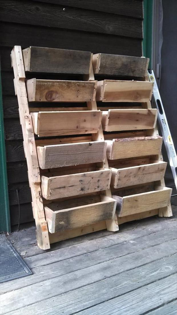 amazing uses for old pallets 24 pics. Black Bedroom Furniture Sets. Home Design Ideas