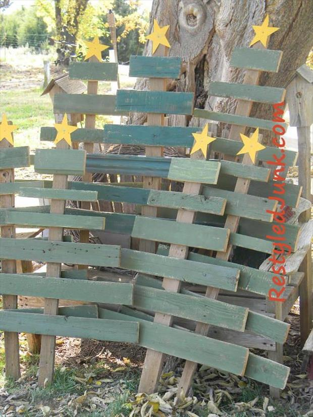 Outdoor Christmas Decorations With Pallets : Amazing uses for old pallets pics