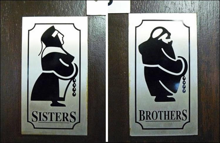 22 funny bathroom signs for Bathroom funny videos