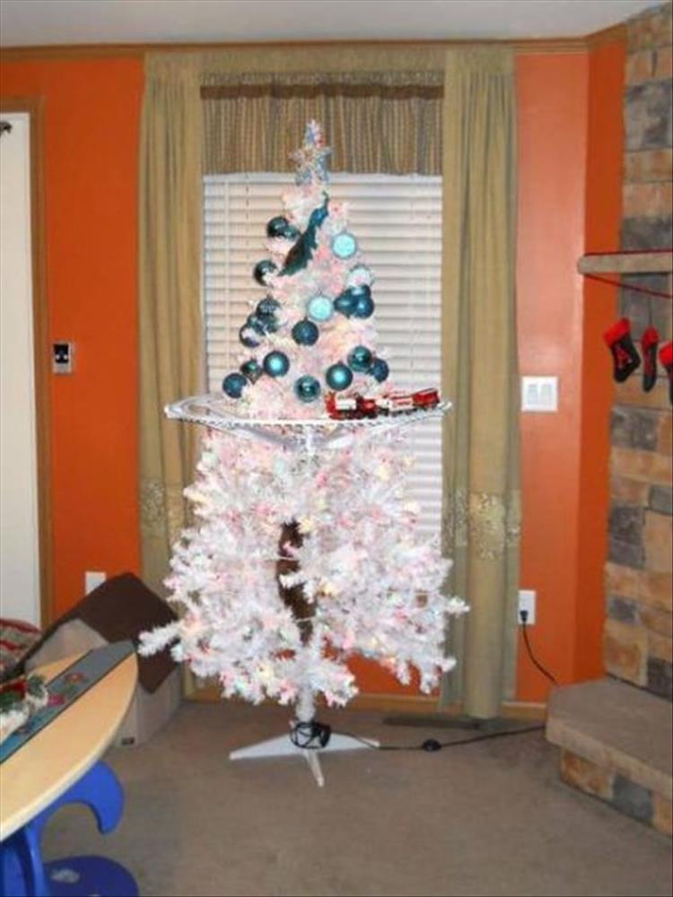Funny Ways To Quot Pet Proof Quot Your Christmas Tree 21 Pics