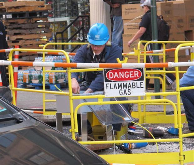 safty first dumpaday 9 - 30+ funny unsafe construction photos
