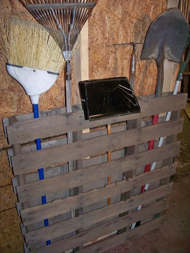 pallet ideas for garage - pallet ideas to store your garage tools Dump A Day